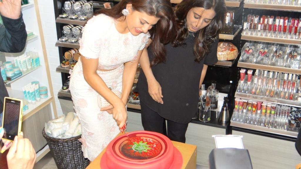 Jacqueline Fernandez cutting the cake of the collection launch!