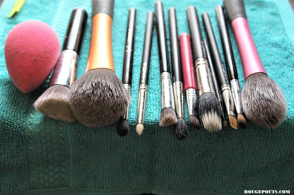The Clean Brushes and Beauty Blender after Washing them from Sigmagic Brushampoo